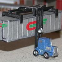 Intermodal Lift Crane or Piggy Stacker - Z Scale